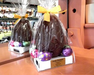 Milk Chocolate Easter Egg with Assorted Filled Eggs 190g